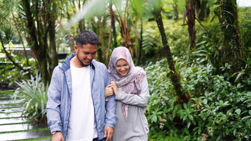 Delapan Tahun Menikah, Ini 10 Potret Harmonis Dewi Sandra dan Agus Rahman - Foto 5