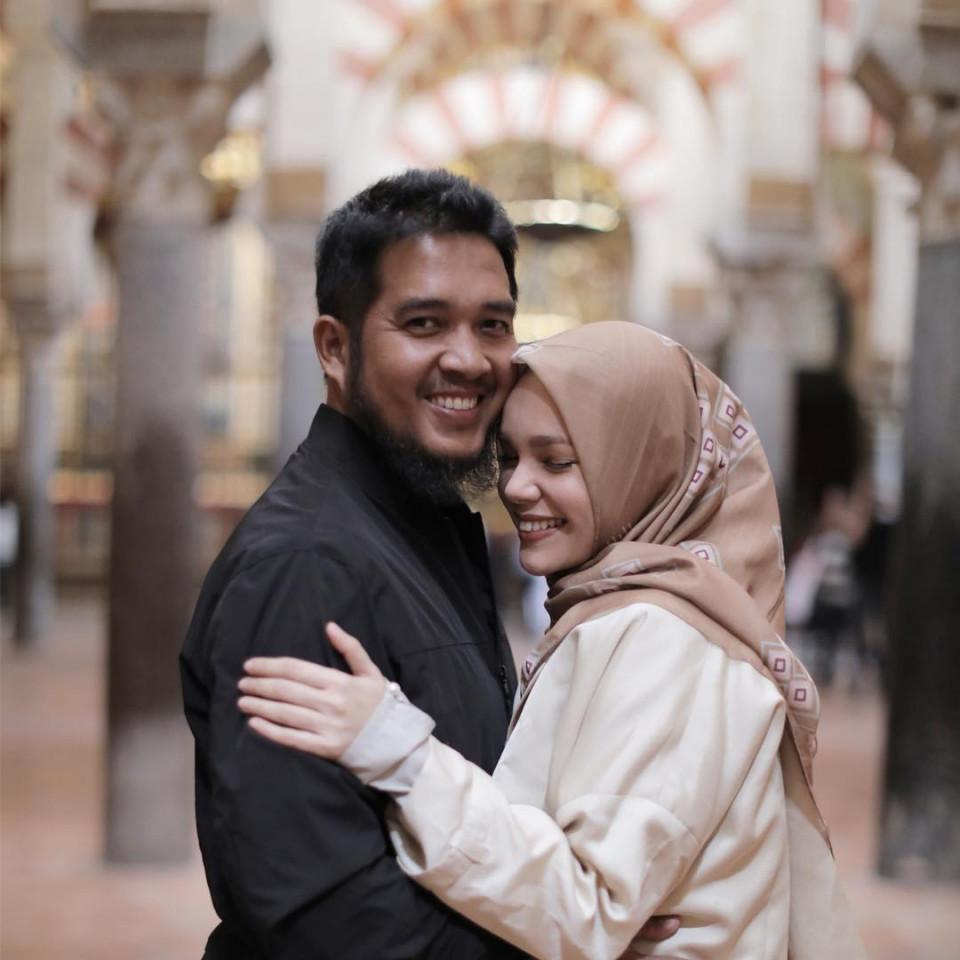 Delapan Tahun Menikah, Ini 10 Potret Harmonis Dewi Sandra dan Agus Rahman - Foto 6