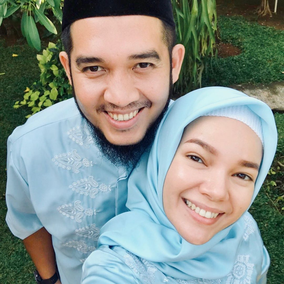 Delapan Tahun Menikah, Ini 10 Potret Harmonis Dewi Sandra dan Agus Rahman - Foto 8