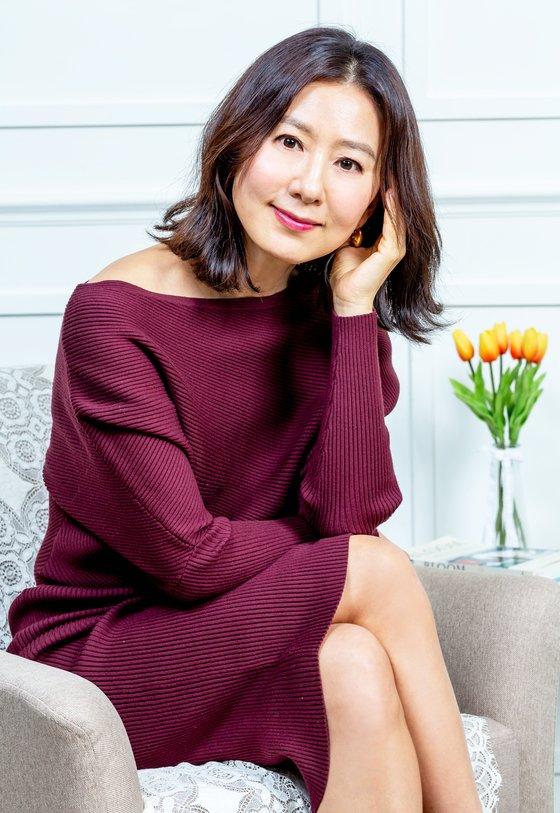Menolak Tua, 7 Potret Kim Hee-ae Makin Memesona di Usia 53 Tahun - Foto 7
