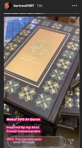 Bikin Dewi Sandra Kagum, Aksi Bertrand Antolin Artis Nonmuslim Wakafkan 300 Al-Quran - Foto 1