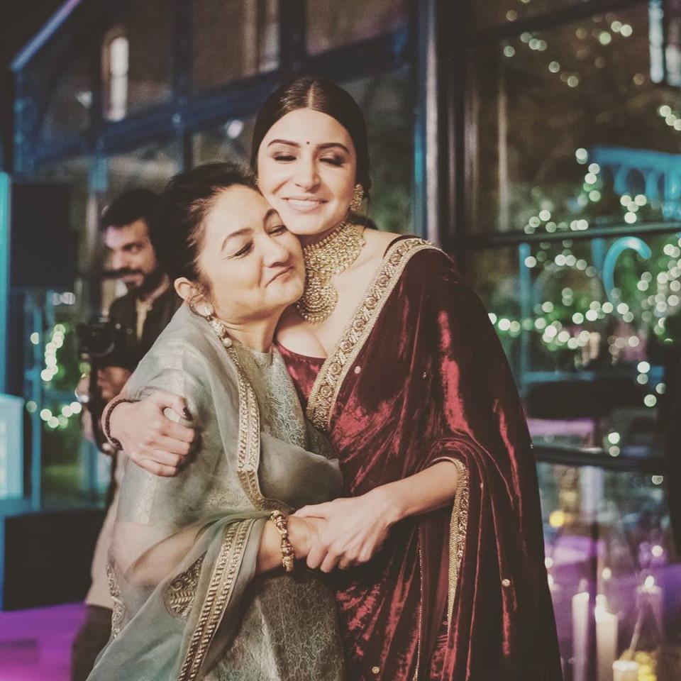 Peringati Mothers Day, 7 Artis Cantik Bollywood Ini Unggah Momen Manis Bersama Sang Ibu - Foto 2