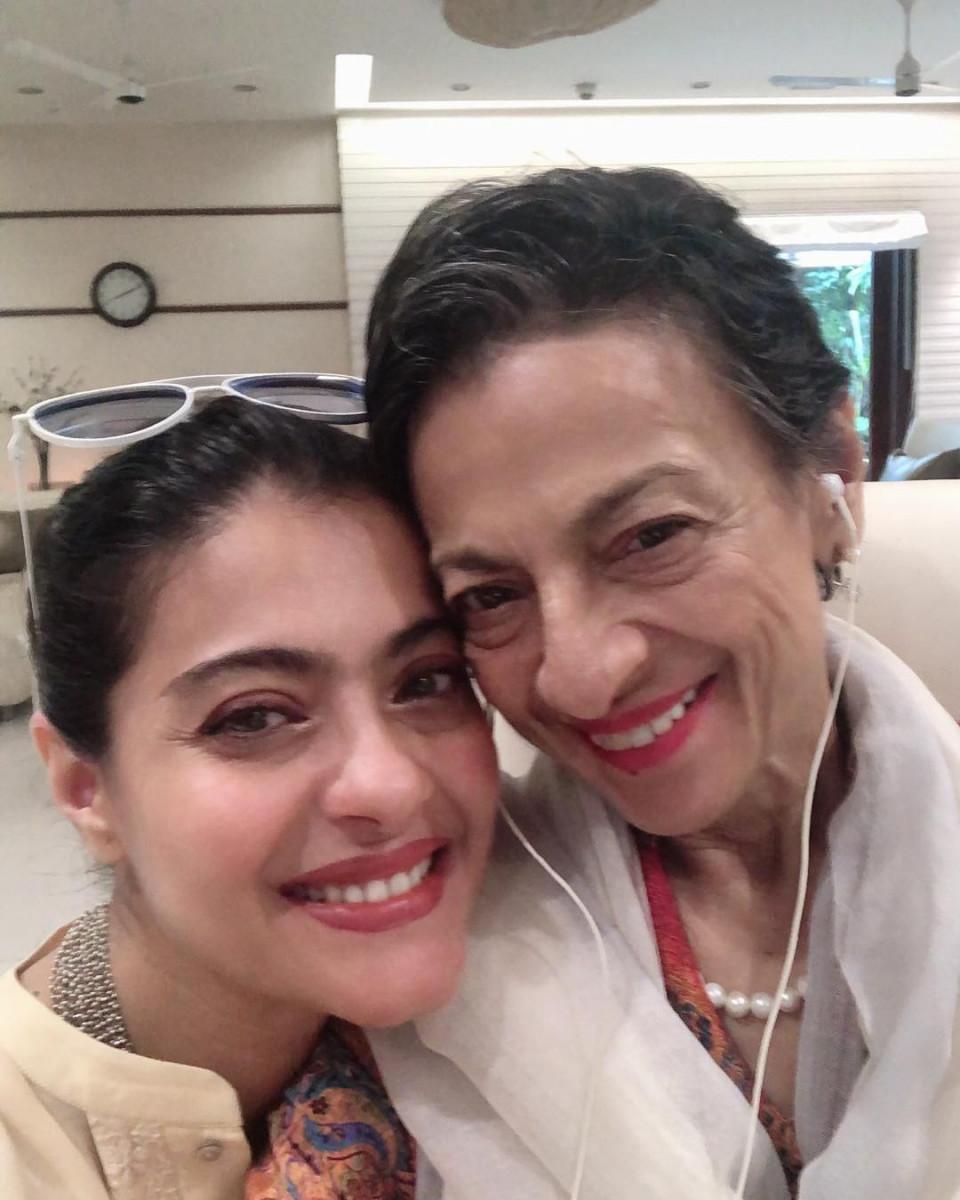 Peringati Mothers Day, 7 Artis Cantik Bollywood Ini Unggah Momen Manis Bersama Sang Ibu - Foto 3