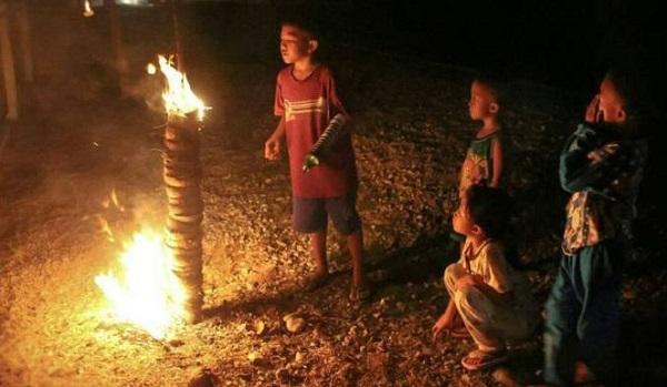 Perang Ketupat hingga Bakar Gunung Api, 5 Tradisi Unik Menyambut 1 Syawal dari Berbagai Daerah - Foto 4