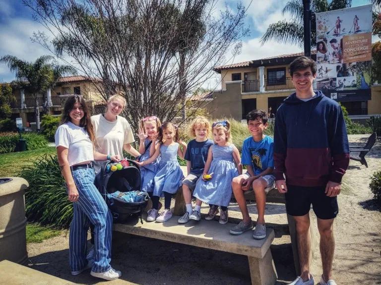 Kisah Pasangan AS Asuh 11 Anak, 8 di Antaranya Berkebutuhan Khusus - Foto 1
