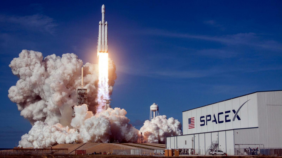 Resmi Mendaratkan Crew di Luar Angkasa, Ini Sejumlah Keberhasilan SpaceX