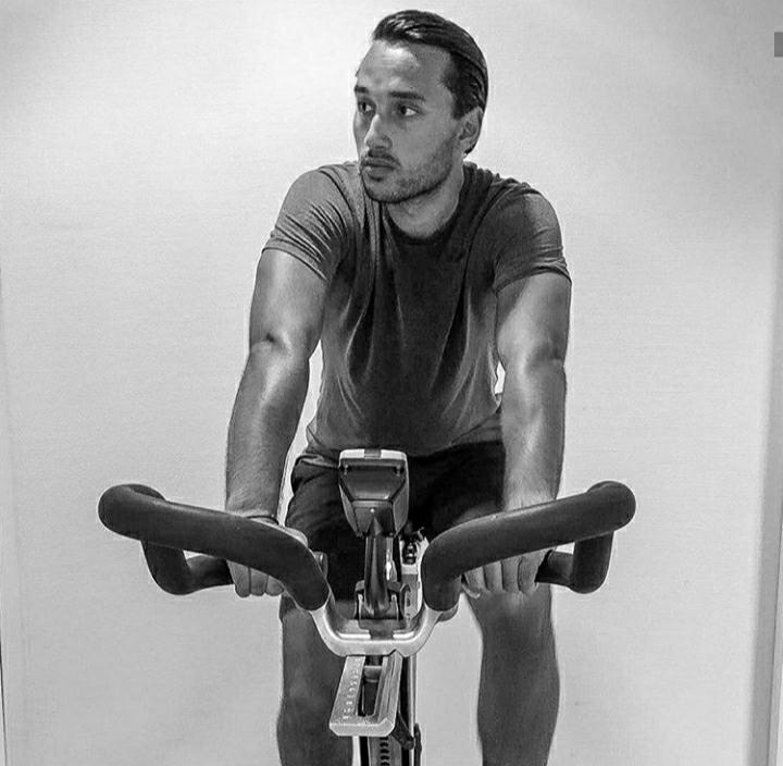 Jangan Kepincut, Intip 5 Foto Ezra Walian saat Pamerkan Ototnya yang Kekar - Foto 4