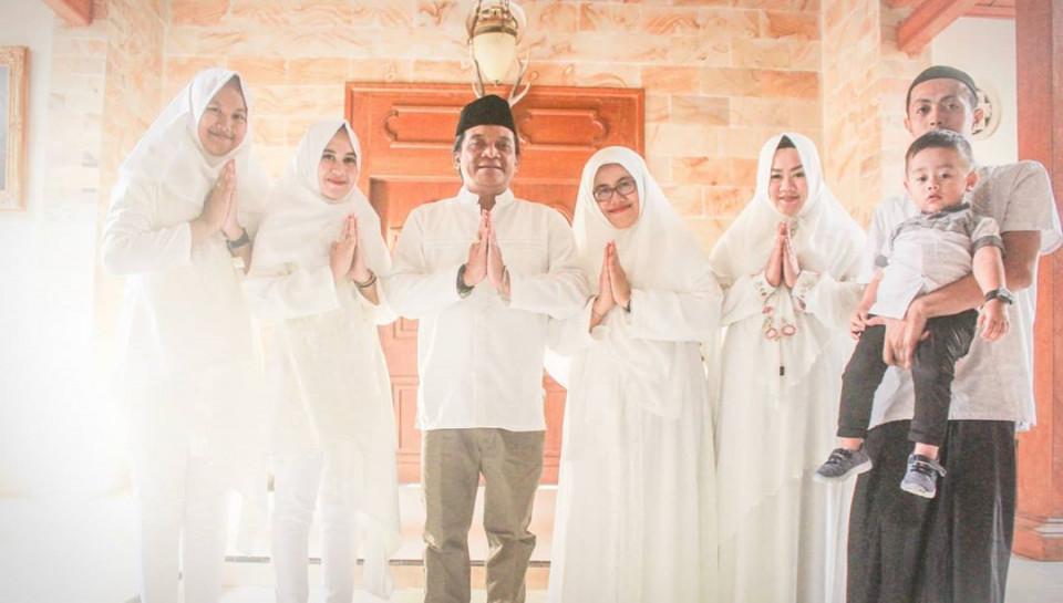 Jarang Tersorot, 7 Potret Cantik Enny Suwinawati Putri Angkat Didi Kempot - Foto 2