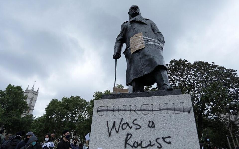 Mahatma Gandhi hingga Winston Churchill, 5 Patung Tokoh Dunia Ini Jadi Sasaran Vandalisme dalam Aksi Black Lives Matter - Foto 4