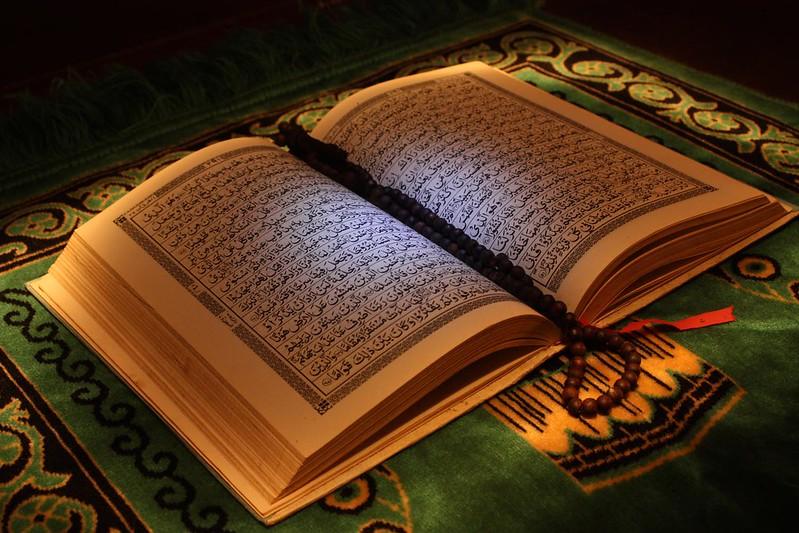 Kandungan Surah Al-Ma'un, Golongan Orang-orang yang Mendustakan Agama