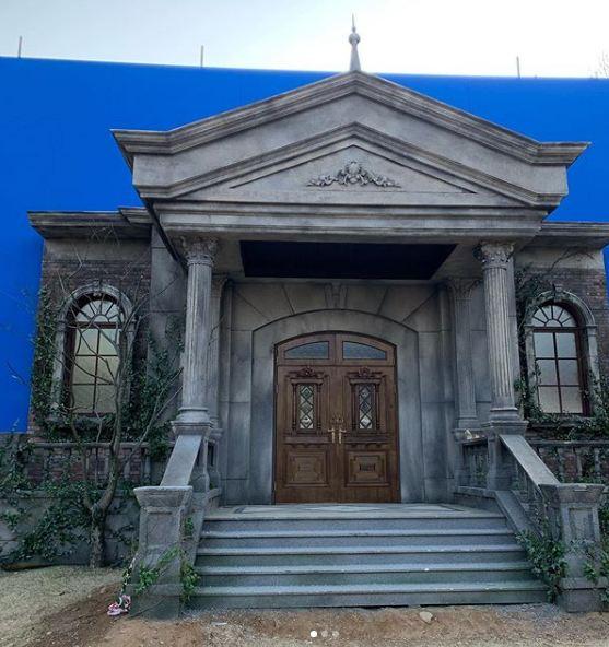 Sutradara Its Okay to Not Be Okay Beberkan Fakta Menarik Dibalik Kastil Terkutuk Ko Moon Yeong - Foto 2