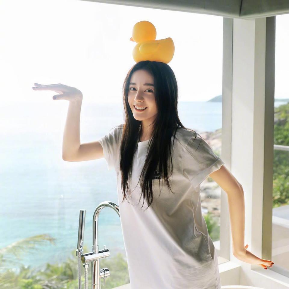 7 Potret Dilraba Dilmurat, Aktris Tiongkok yang Pegang Gelar Wanita Tercantik di Asia - Foto 2