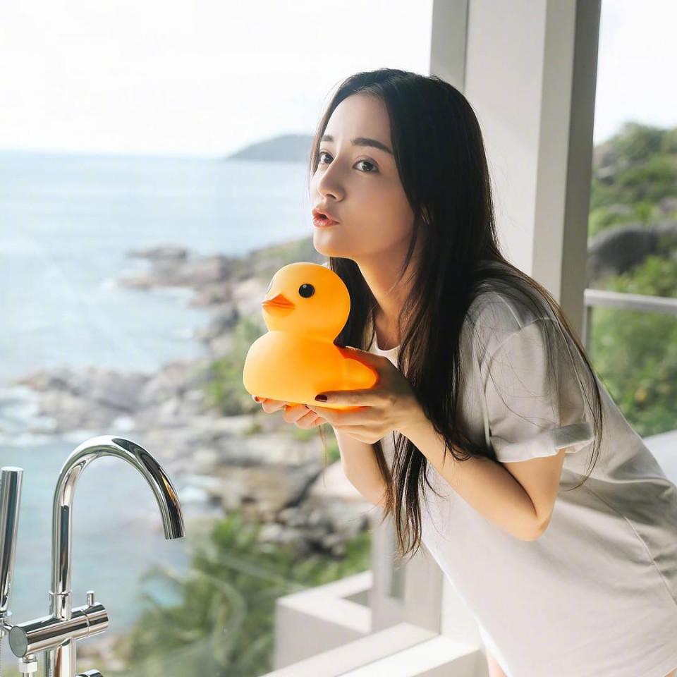 7 Potret Dilraba Dilmurat, Aktris Tiongkok yang Pegang Gelar Wanita Tercantik di Asia - Foto 1