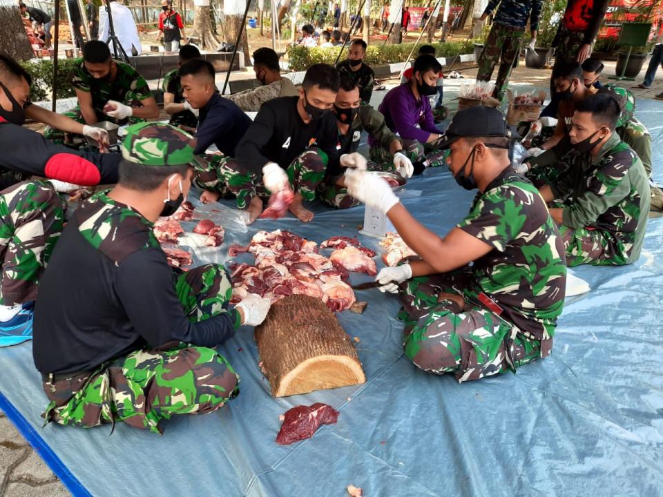 Dibagikan Lewat Kodim, Mabes TNI Sembelih 30 EkorHewan Kurban