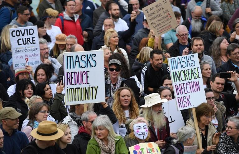 Massa yang Tak Percaya Virus Corona Gelar Demonstrasi Besar-besaran di Inggris dan Jerman - Foto 1