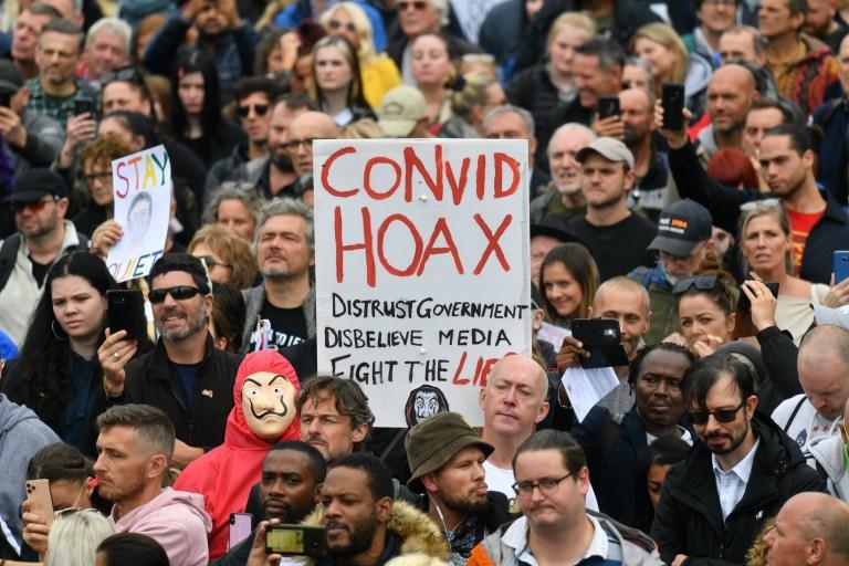 Massa yang Tak Percaya Virus Corona Gelar Demonstrasi Besar-besaran di Inggris dan Jerman - Foto 2
