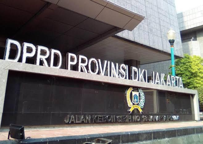 Larang Warga Keluar Kota, Anak Buah Anies dan DPRD DKI Malah Bahas APBD di Puncak