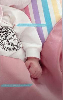 Imutnya, Gigi Hadid Pamer Hadiah dari Taylor Swift Untuk Anaknya - Foto 1