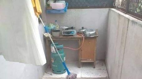 Posisi Dapur di Rumah ini Bikin Mikir Keras, Mau Masak Susahnya Kayak Mendaki Gunung