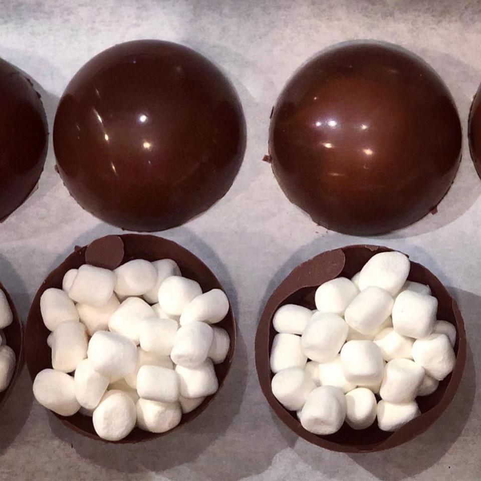 Resep Hot Choco Bomb yang Lagi Viral, Meledak saat Disiram Susu - Foto 3