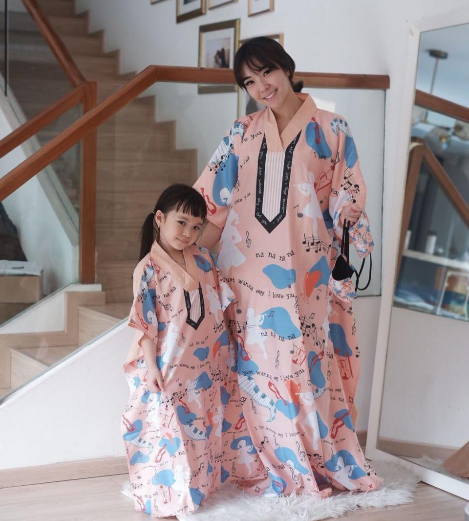 7 Potret Gisel dan Gempi Pakai Baju Kembar, Goals Banget - Foto 6