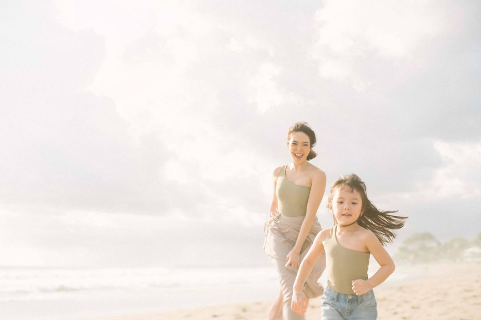 7 Potret Gisel dan Gempi Pakai Baju Kembar, Goals Banget - Foto 7