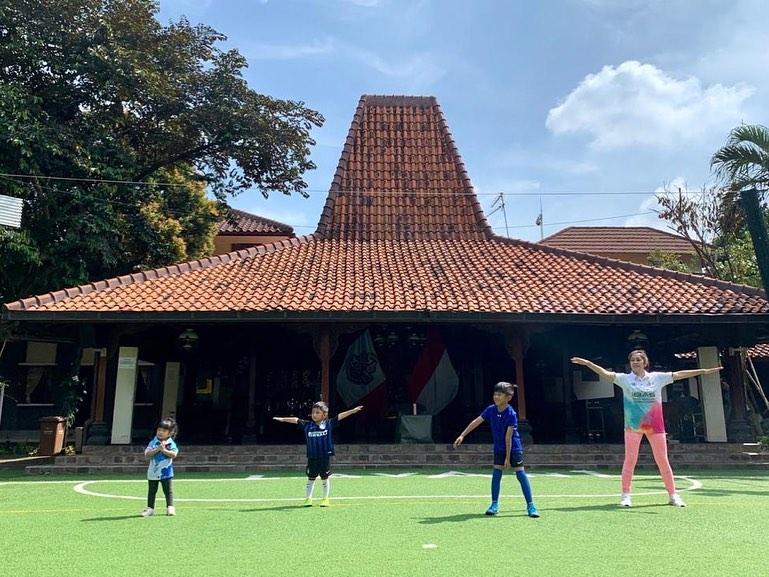 5 Gaya Sporty Aliya Rajasa saat Olahraga, Kece Banget - Foto 3