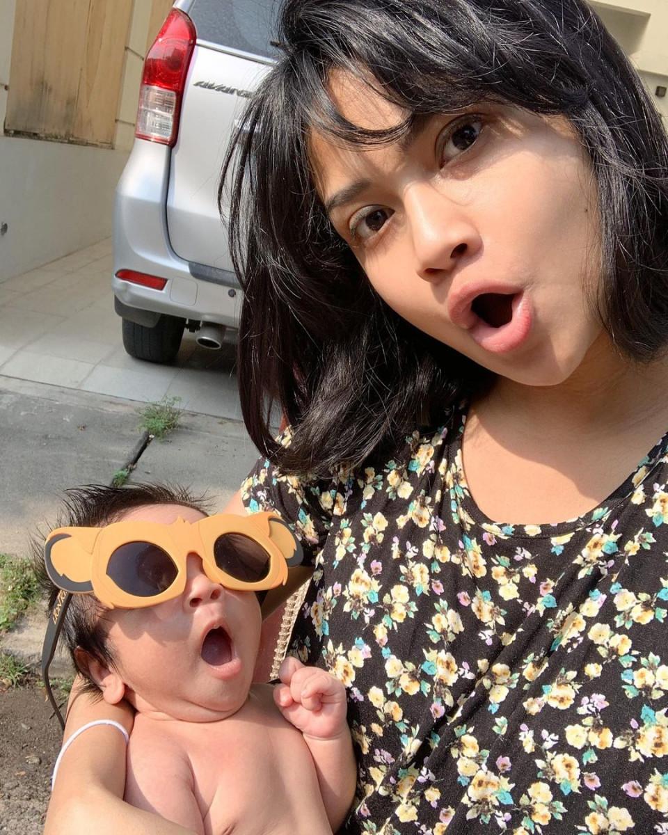 7 Potret Kompak Vanessa Angel dan Suami Momong Anak, Manis Banget - Foto 4