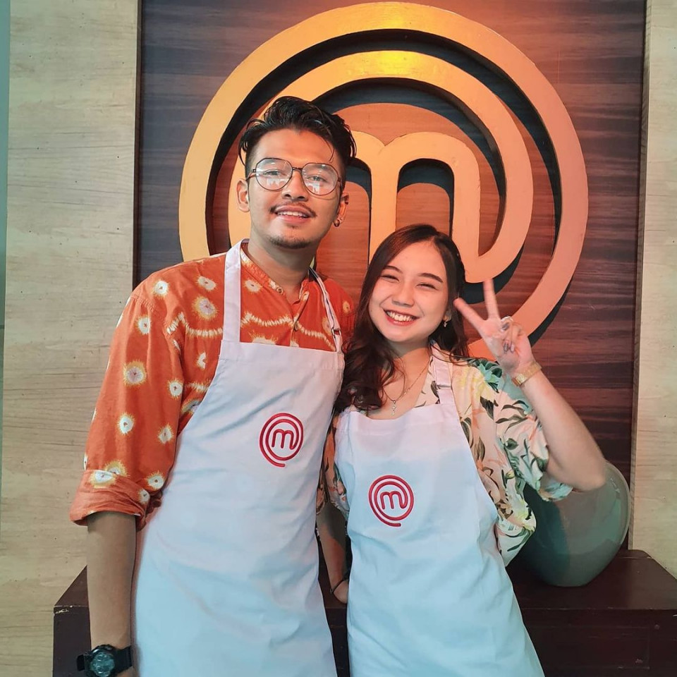 7 Potret Keromantisan Yuri Eks JKT48 dan Aziz, Disebut Cinlok di Acara MasterChef Indonesia - Foto 1
