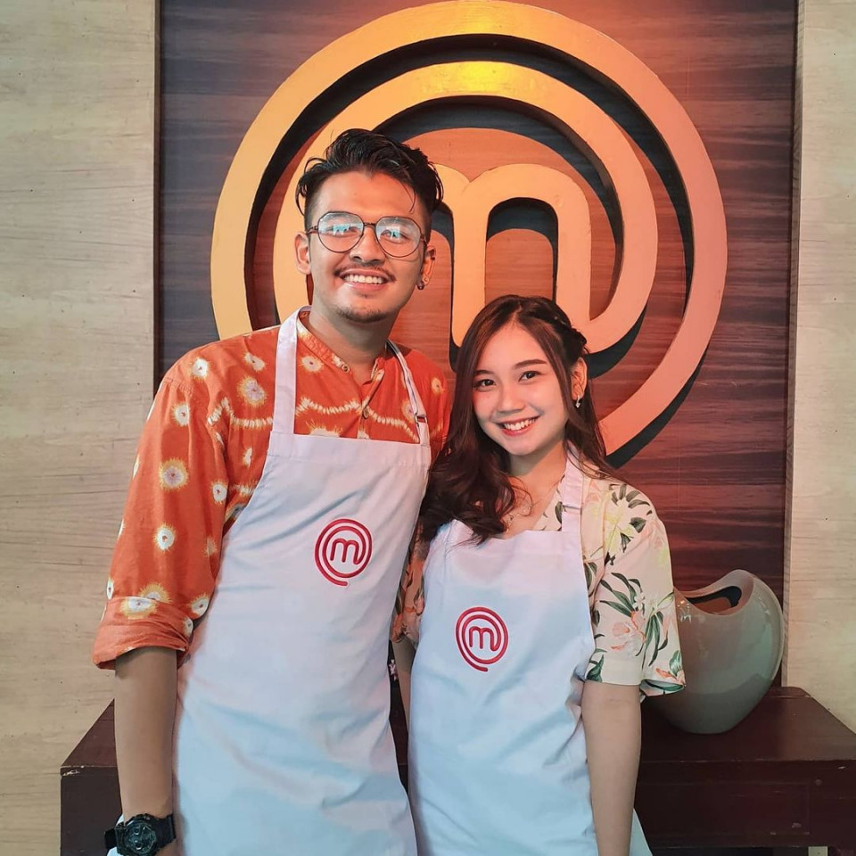 7 Potret Keromantisan Yuri Eks JKT48 dan Aziz, Disebut Cinlok di Acara MasterChef Indonesia - Foto 2