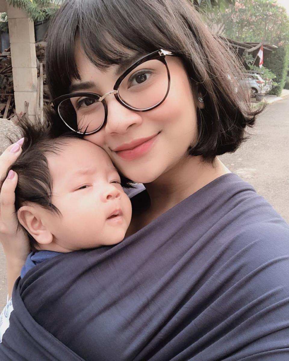 7 Potret Vanessa Angel Momong Anak Tanpa Baby Sitter, Mama Siaga - Foto 3