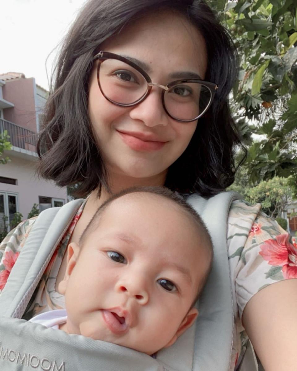 7 Potret Vanessa Angel Momong Anak Tanpa Baby Sitter, Mama Siaga - Foto 5