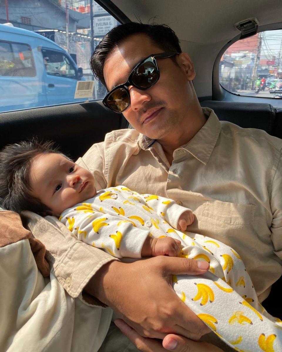 7 Potret Kompak Vanessa Angel dan Suami Momong Anak, Manis Banget - Foto 2