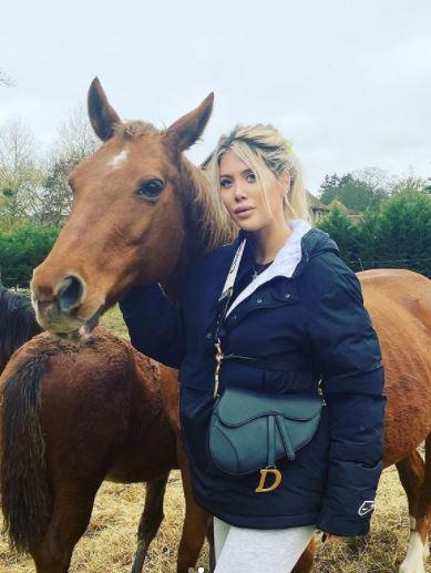 5 Pose Seksi Wanda Icardi dengan Kuda-kudanya, Ada yang Tanpa Busana - Foto 5