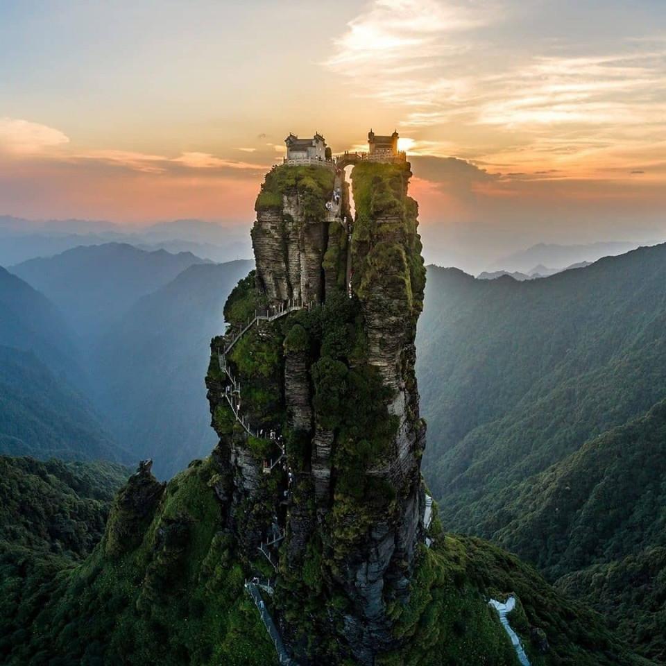 Pesona Kuil Kembar di Atas Gunung Suci Fanjing China, Bikin Takjub - Foto 1
