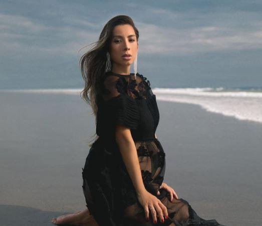 5 Potret Maternity Jennifer Bachdim di Pantai, Seksi dan Eksotis - Foto 2