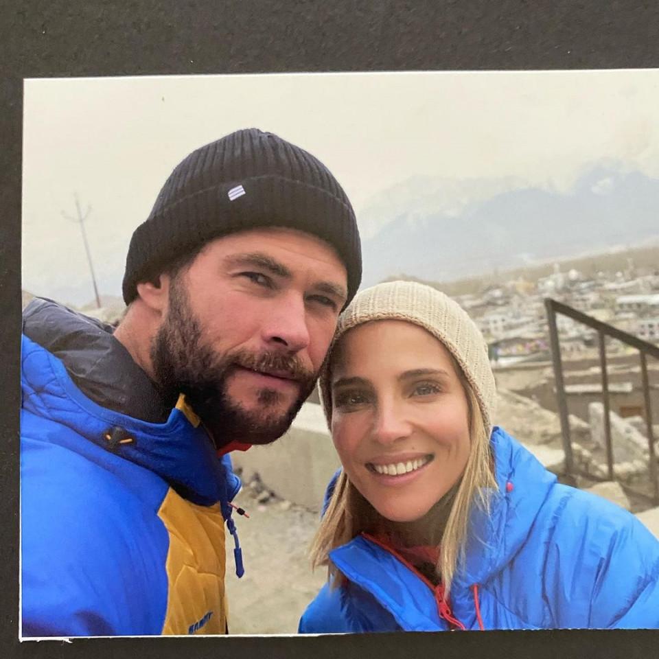 7 Potret Romantis Chris Hemsworth dan Istri, Selalu Mesra Selama 10 Tahun Pernikahan - Foto 2