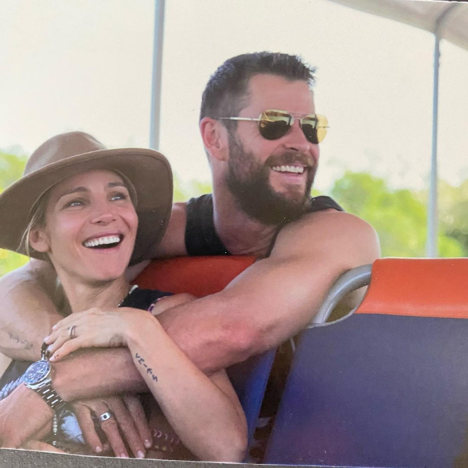 7 Potret Romantis Chris Hemsworth dan Istri, Selalu Mesra Selama 10 Tahun Pernikahan - Foto 3