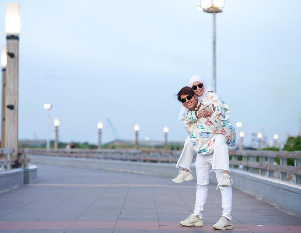 Mesra Bak Prewedding, 7 Potret Romantis Rizky Billar dan Lesty Kejora - Foto 3