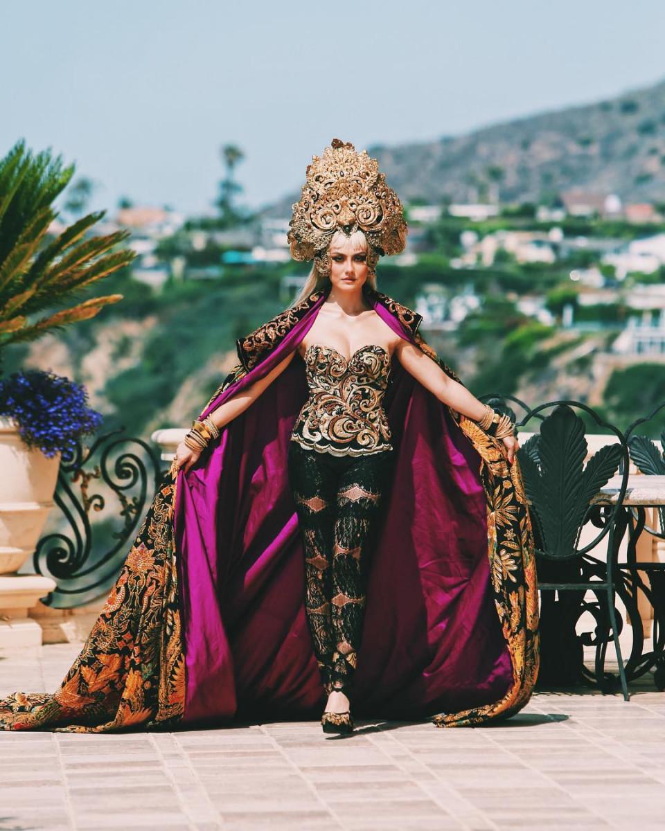 7 Potret Memesona Agnez Mo dengan Busana Khas Nusantara, Cantiknya Indonesia Banget - Foto 5