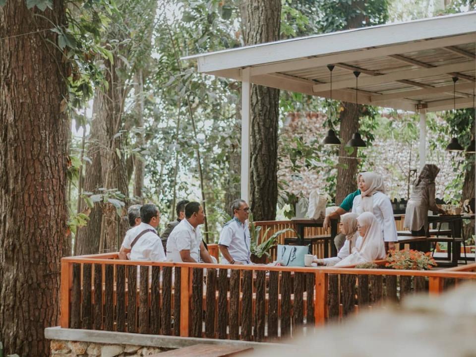 Nongkrong Asyik dan Asri, 4 Cafe di dalam Hutan dengan Udara Sejuk Khas Bandung
