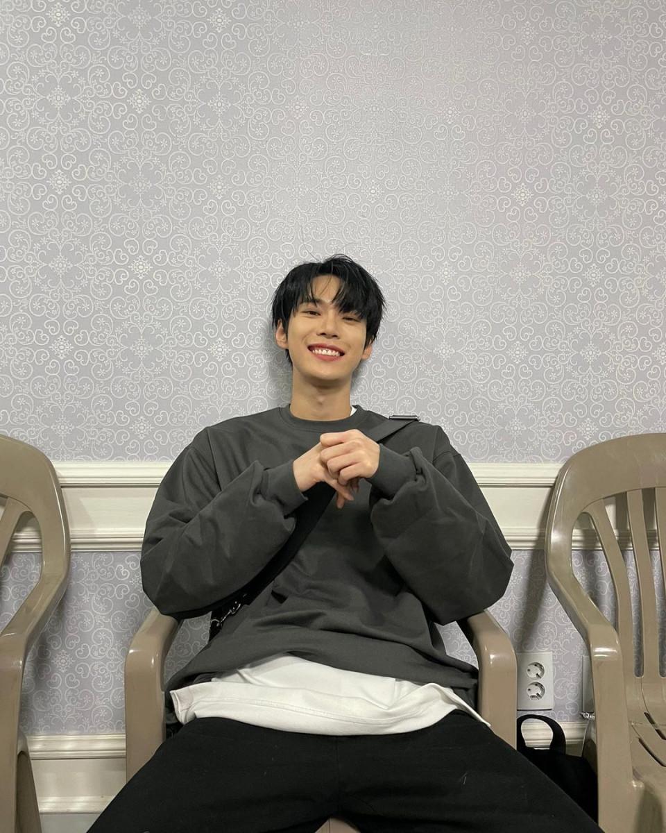 7 Potret Manis Doyoung NCT Pamer Senyum, Bikin meleleh - Foto 2