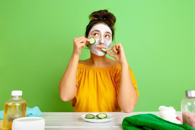 Hemat Uang dan Waktu, Begini Cara Praktikkan Tren Kecantikan Skinimalism - Foto 1