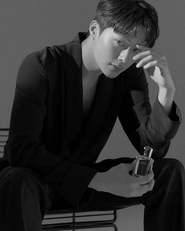 7 Potret Karismatik Jang Ki-yong yang Akan Adu Akting Bareng Song Hye-kyo - Foto 3