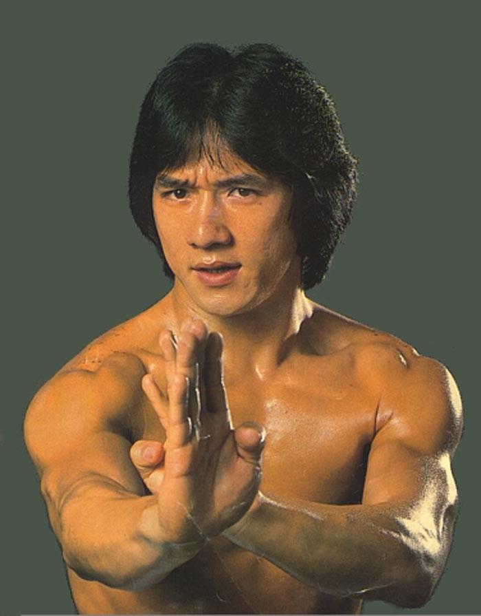 7 Potret Transformasi Jackie Chan dari Muda hingga Jadi Aktor Legenda Bela Diri - Foto 4
