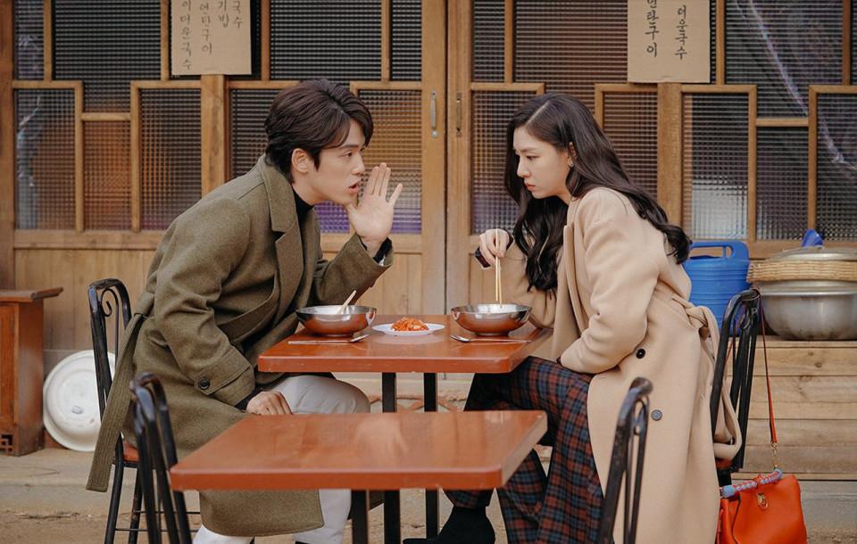 Dikabarkan Cinlok, 7 Potret Kedekatan Seo Ji-hye dan Kim Jung-hyun - Foto 2