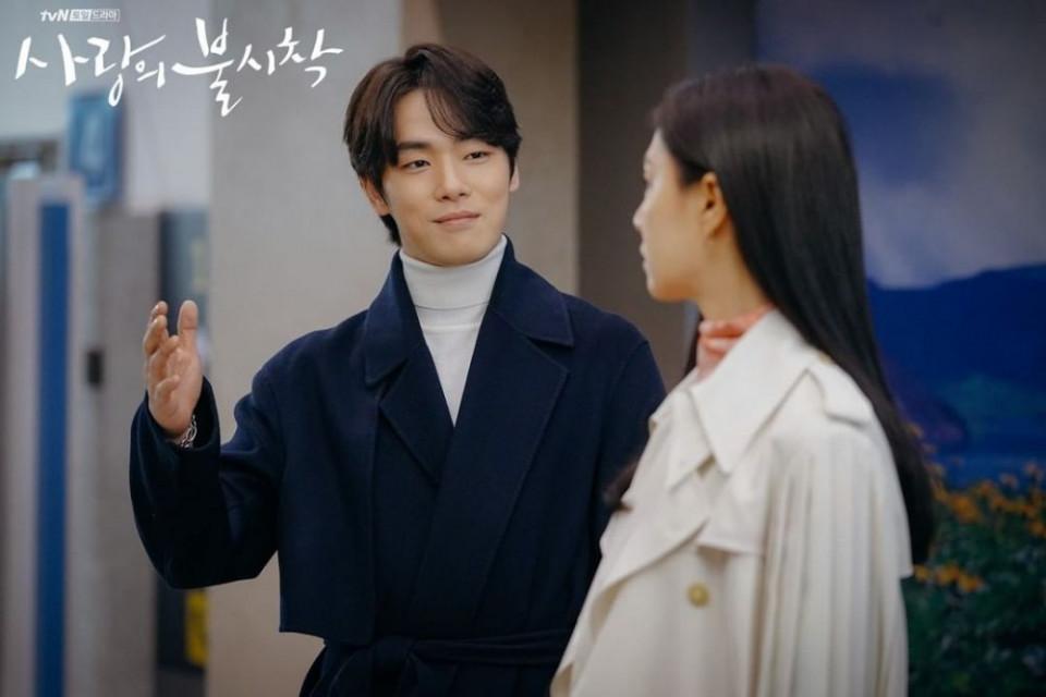 Dikabarkan Cinlok, 7 Potret Kedekatan Seo Ji-hye dan Kim Jung-hyun - Foto 6