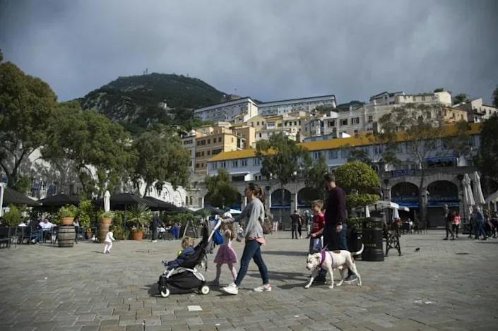 Vaksinasi COVID-19 di Gibraltar Berbuah Manis, Kehidupan Mulai Normal Tanpa Prokes - Foto 2