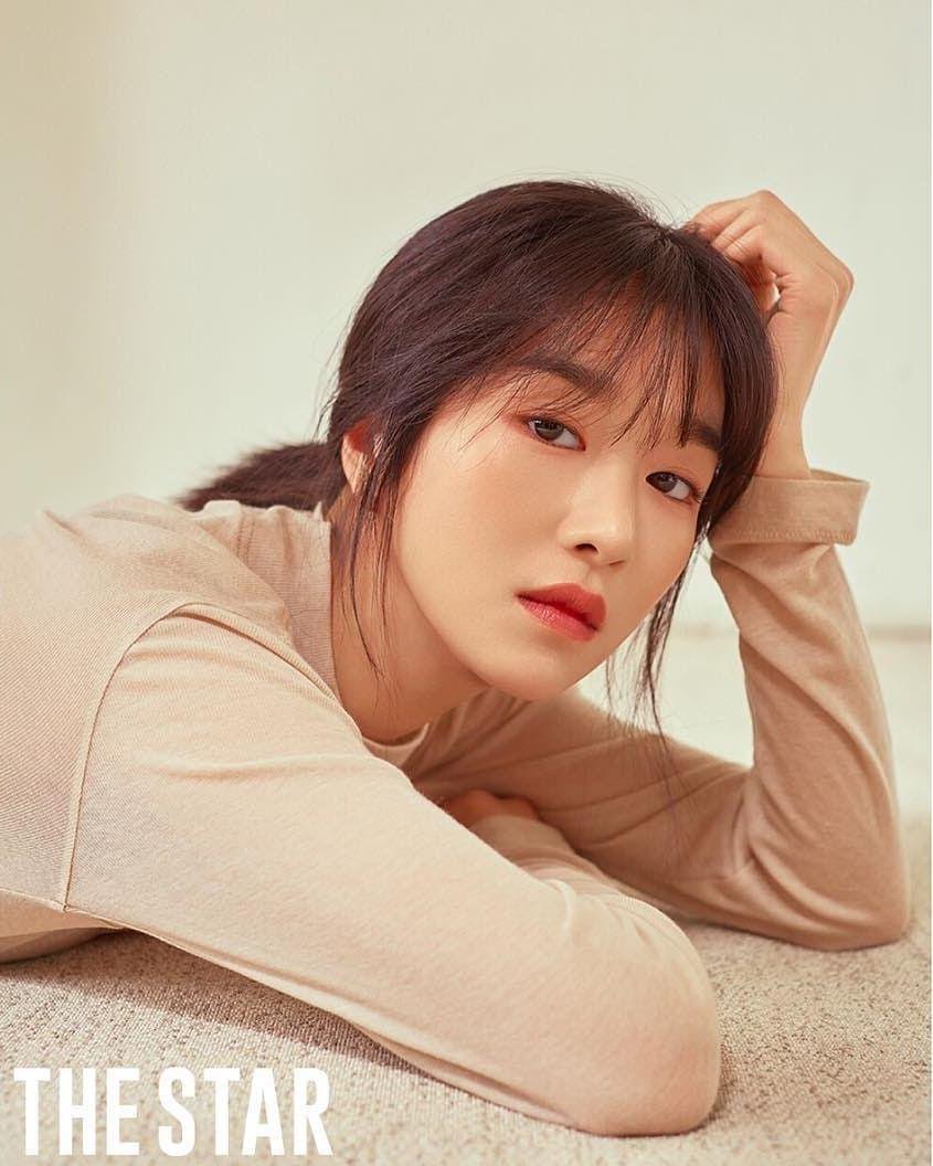 7 Potret Seo Ye-ji dengan Rambut Berponi, Manis Banget - Foto 4