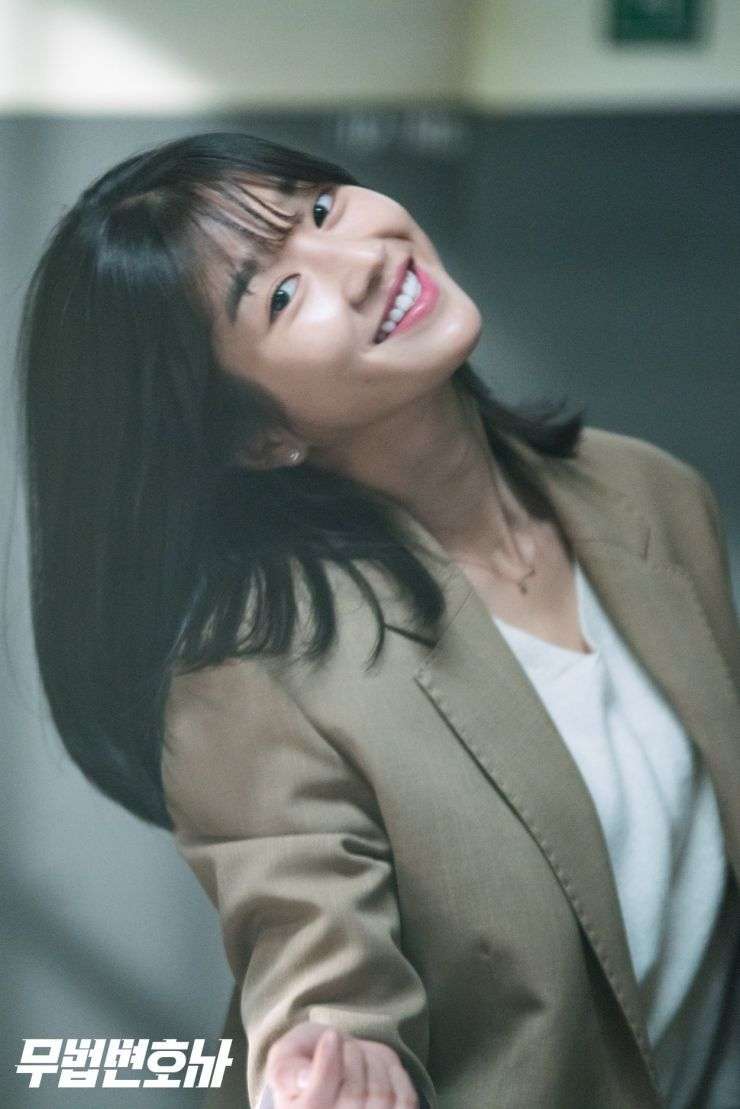 7 Potret Seo Ye-ji dengan Rambut Berponi, Manis Banget - Foto 6